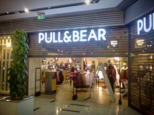 Havarijní servis rolovací mříže Pull & Bear